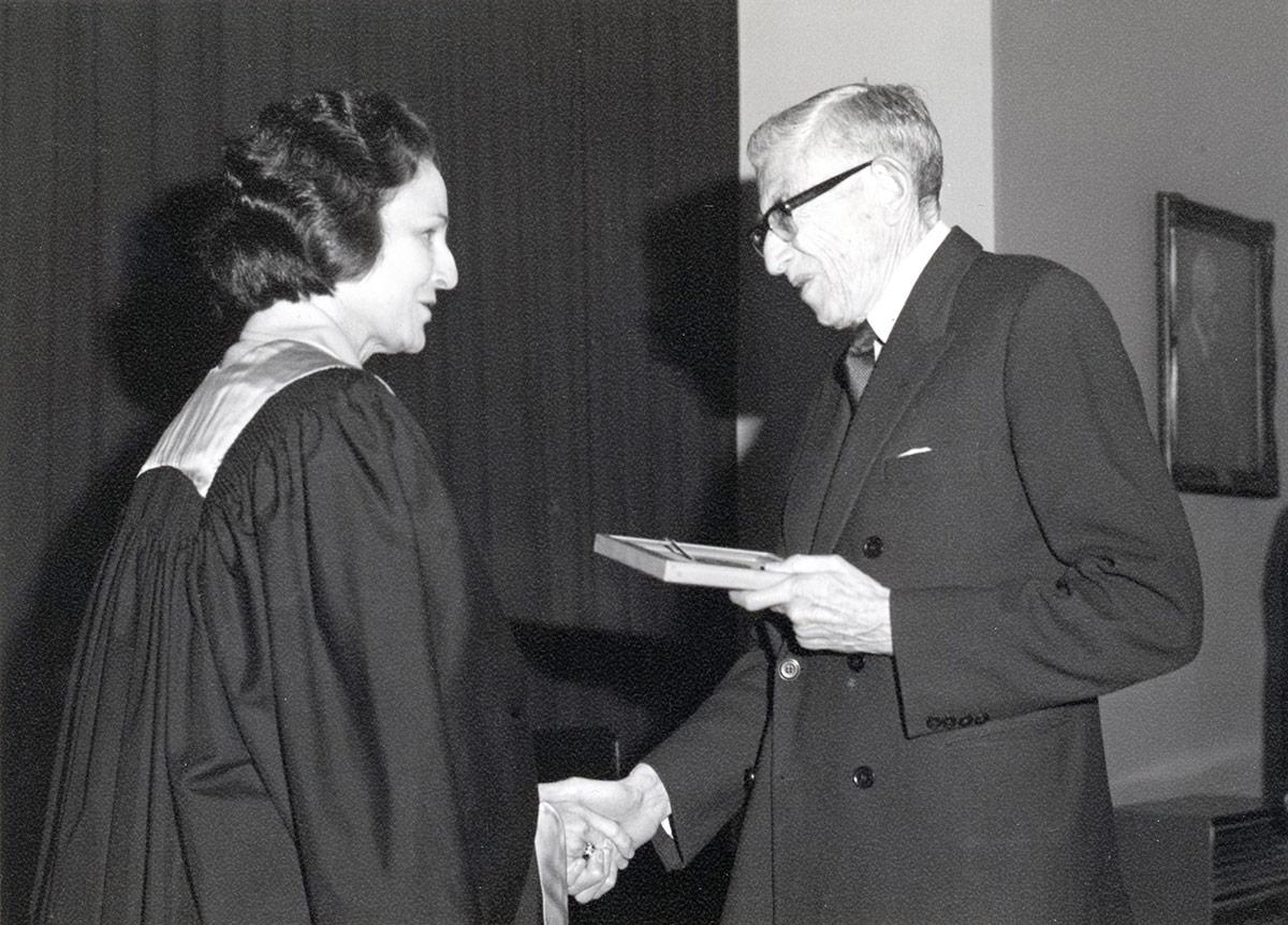 Geoffrey Kaye presenting Orton Medal to Tess Brophy